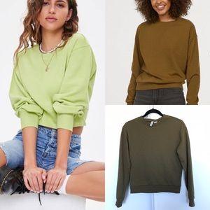 3/$30 📓 HM DIVIDED // Khaki Green Crew Sweatshirt